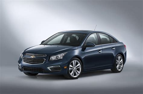 2015 chevy cruze gets new styling and tech 2014 new york 2015 chevy cruze to debut with new look greater