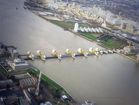 Thames Barrier Closed Images | this is what london would have looked like last night