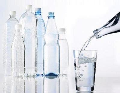 acqua in bottiglia o rubinetto acqua in bottiglia o di rubinetto davvero l acqua
