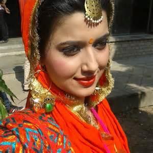nimrat khaira looking nice in traditional dress