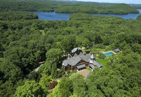 bedford new york bruce willis picks up 9m new york countryside getaway