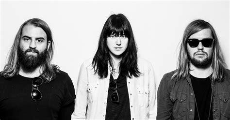 Pillow Talk Band by Hoochie Coochie De Band Of Skulls Recibe Remix De Pillowtalk