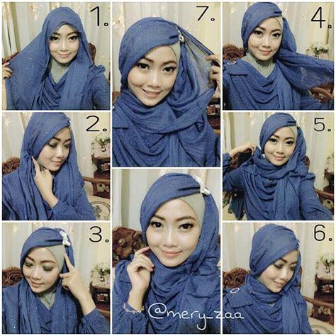 memakai jilbab pashmina sifon polos