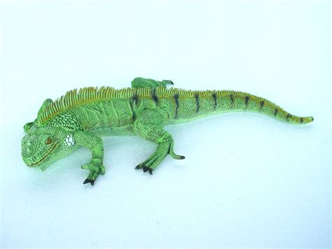 Home Decor Pictures For Sale iguana small
