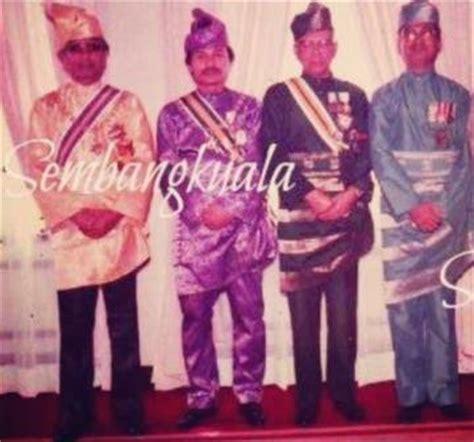 Sejarah Baju Melayu Johor payung mahkota dirgahayu raja melayu gaya pemakaian baju melayu anak raja negeri perak