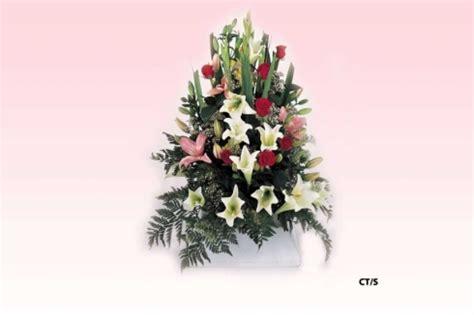 composizioni fiori recisi funebre composizione funebre mista di fiori recisi di