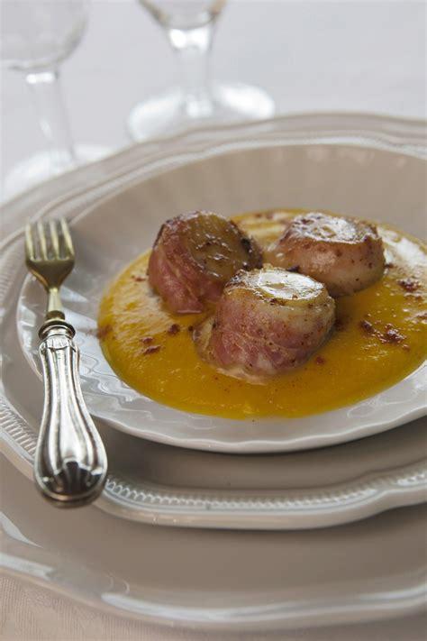 cucinare capesante surgelate capesante affumicate su crema di zucca sale pepe