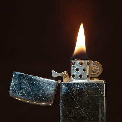how to light a zippo file zippo slim 1968 lit jpg wikipedia