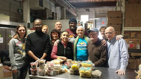 Volunteer At Food Pantry by Volunteer We Need Your Help New Horizons Nh