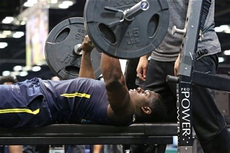 bench press nfl combine nfl combine carl lawson best among defensive linemen in