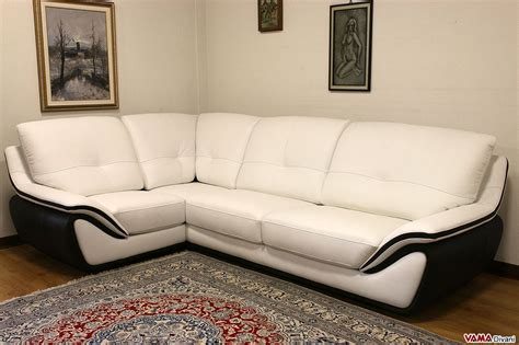 divano bianco in pelle divano in pelle moderno bianco schienale alto avvolgente