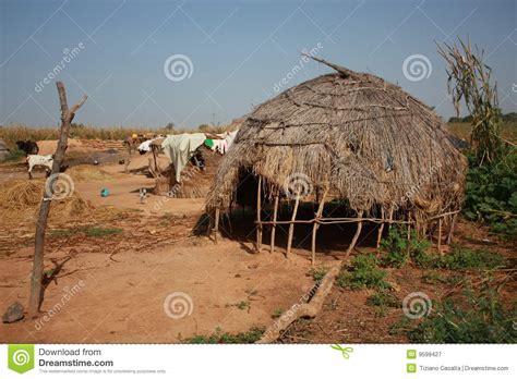 hutte nomade hutte africaine image stock image du modifi 233 malheureux