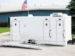 4 station dj2000lh luxury restroom trailer w wheelchair