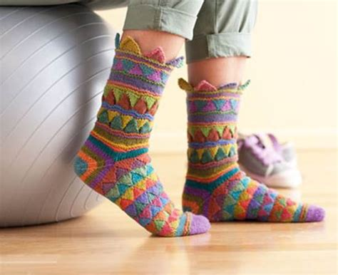 diy rainbow knitted socks tutorial diy rainbow color patch entrelac knitting socks with patterns icreativeideas