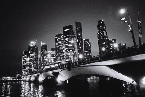 poner imagen blanco y negro online file singapore business district night view jpg