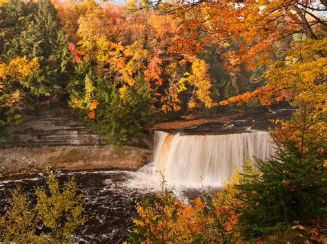 fall colors in where to see the best fall colors in michigan curbed detroit