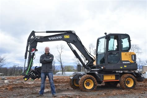editor  large visiting volvo construction equipment  pennsylvania  operate  ewe