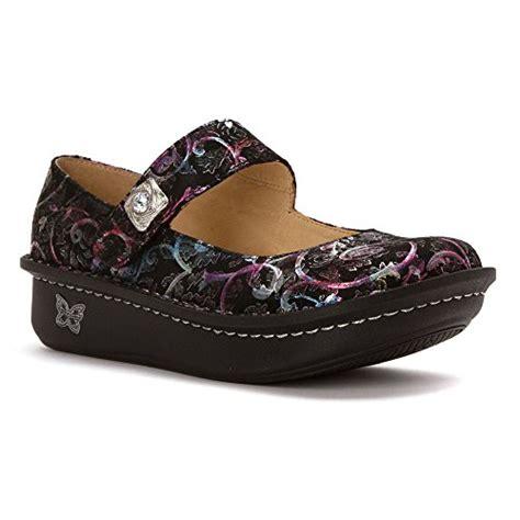 best nursing shoes for flat 10 best shoes for nurses