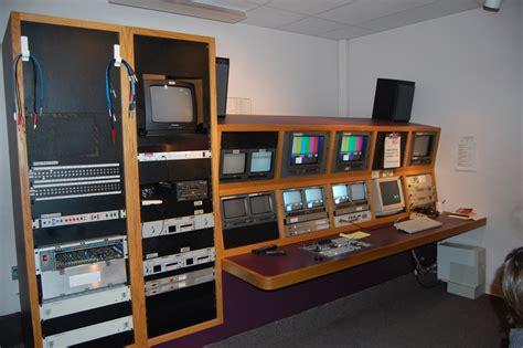 station room file tv station room jpg wikimedia commons