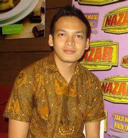 Sarimbit Gamis Batik Lenka Artis Memakai Batik