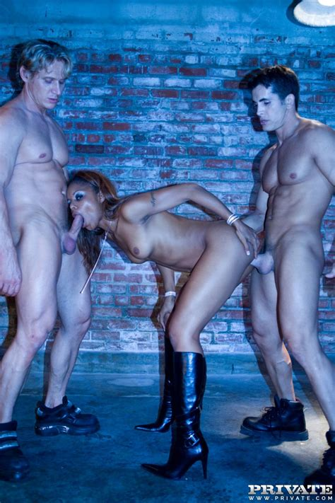 sexy ebony marie luv is dped by two big white cocks pichunter
