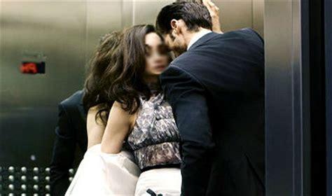 amanti in ufficio pozzuoli focosi amanti fanno sulle scale e scoppia
