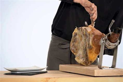 como cortar una paletilla de jamon paso a paso de c 243 mo cortar paleta de jam 243 n ib 233 rico y bellota