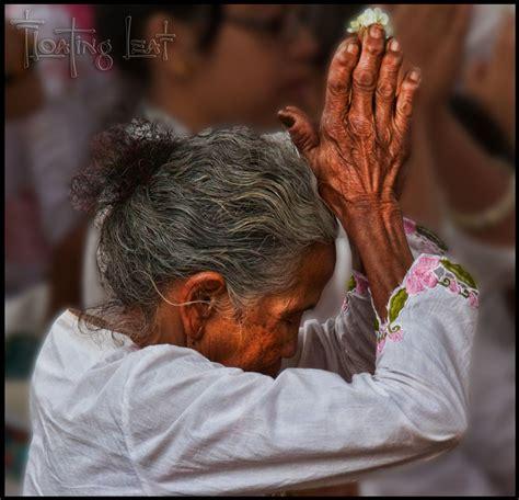 hindu prayer bali photo of the day balinese hindu offers prayers