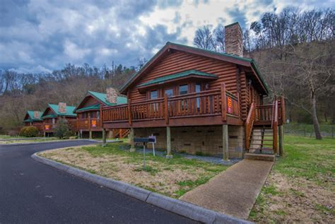 one bedroom cabins in pigeon forge pigeon forge one bedroom log cabin rental convenient to