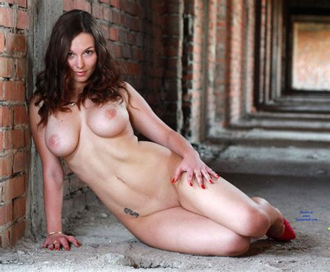 Naked Brunette S Seducing Pose November Voyeur Web Hall Of Fame