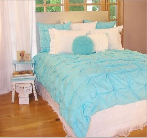 bedding in blue and white turquoise room