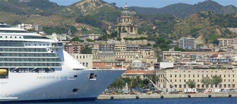 porto di napoli imbarco per palermo imbarco sui traghetti per la sicilia ecco come funziona