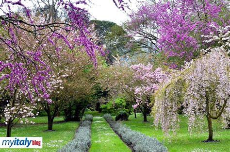 i giardini delle sermoneta e il giardino di ninfa per un weekend romantico