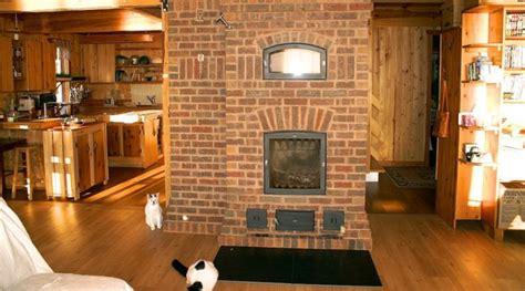 un foyer chauffage au bois avantages et inconv 233 nients d un foyer