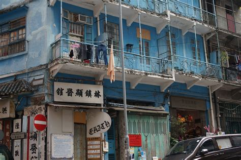 hong kong house sekretne historie w gwarze wąskich hongkongskich uliczek niebieski domek nr 74