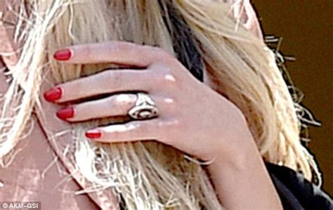 ashlee simpson wedding ring ashlee simpson flashes her 5 carat engagement ring in