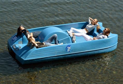 pedal boat in hyde park pictures of the day the best images from around the world
