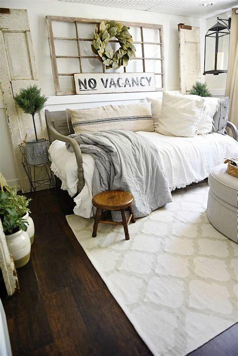 farmhouse livingroom 27 rustic farmhouse living room decor ideas for your home homelovr