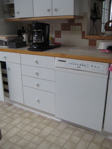 Formica Countertops With White Cabinets White Formica Kitchen Cabinets