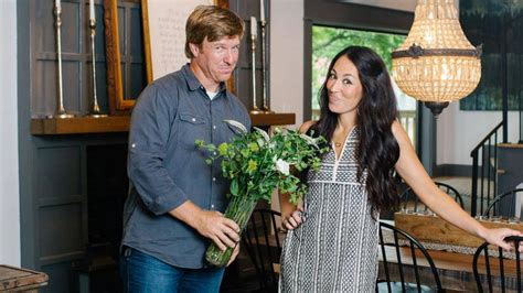 hgtv casting fixer upper what it s actually like to be on the hgtv