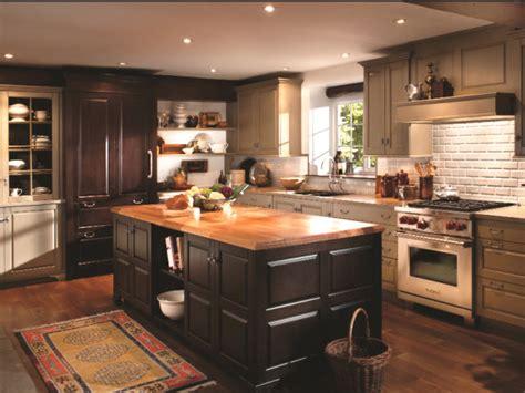 armoire de cuisine en pin a vendre armoire cuisine en bois une cuisine maxi rangements