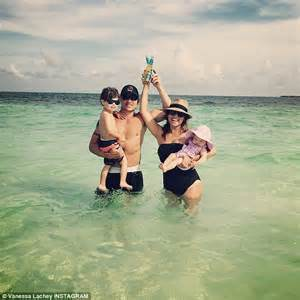 Minnillo And Nick Lachey Poolside In The Bahamas by Lachey Shares Sweet Snap Of Nick Lachey S