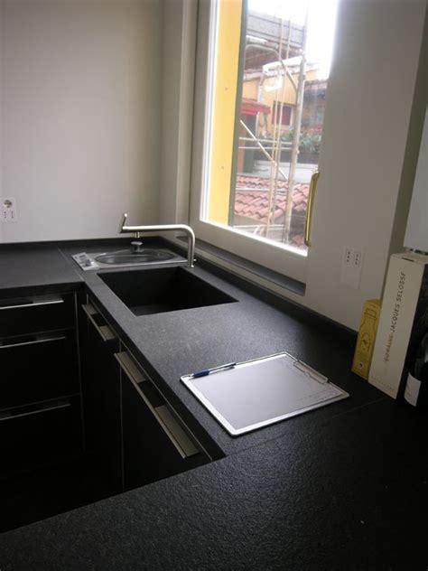 top cucina nero 25 migliori idee su piani cucina su piani di