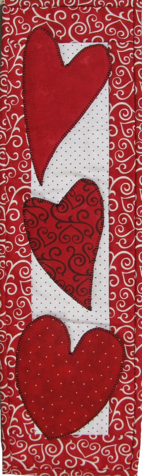 heart pattern joggers 1000 ideas about table runners on pinterest quilted