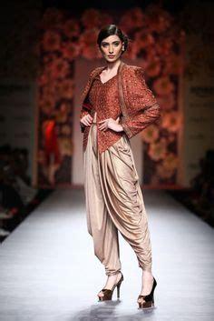 Ss Dress Brukat Sari poonam dubey at india fashion week summer
