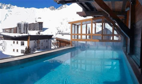 Hotel Les Canules Tignes 1743 hotel les canules tignes room with tv and free wifi