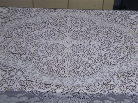 vintage white lace figural tablecloth with puti scenic