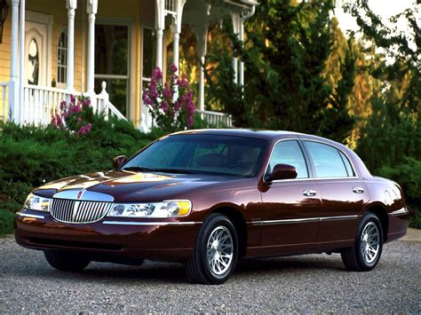 how to work on cars 2007 lincoln town car parking system lincoln town car specs 2007 2008 2009 2010 2011 autoevolution