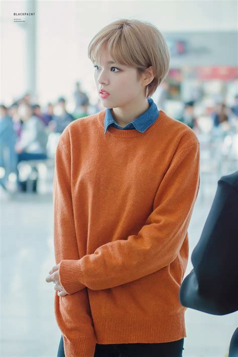 Fafhion Tt k pop idol with fabulous airport fashion jeongyeon