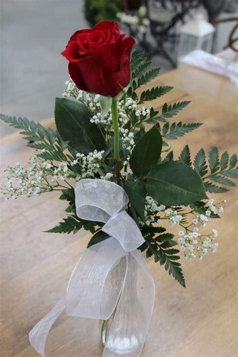 Single Flower Vase Centerpiece by 25 Best Ideas About Arrangements On